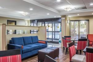Newly Renovated Comfort Inn - Lobby